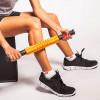 The Grid STK Trigger Point, roller miofasciale con impugnature, immagine con gambe
